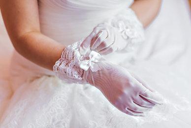 Des accessoires pour parfaire une tenue de mariage